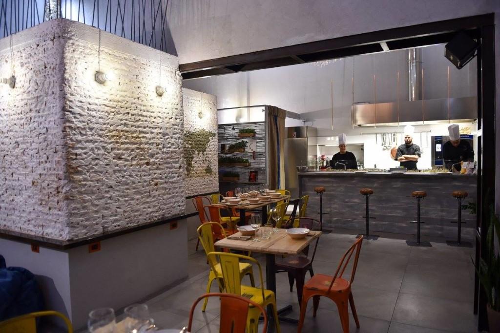 Deposito la new entry della - Sala con cucina a vista ...