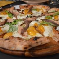 PIZZA con pomodori gialli, alici e tonno Aura