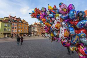 Fb28 Varsavia Piazza del Castello con palloncini