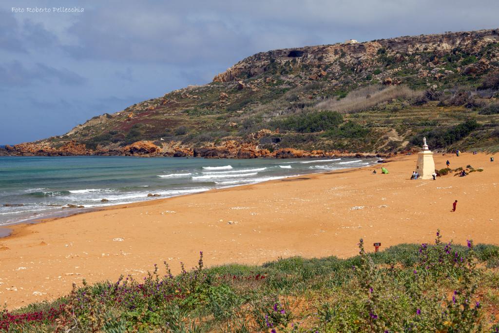 Gozo spiaggia rossa di Ramla Bay